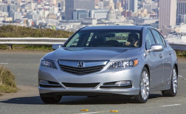 Automobilky lákají na nové hybridní vozy